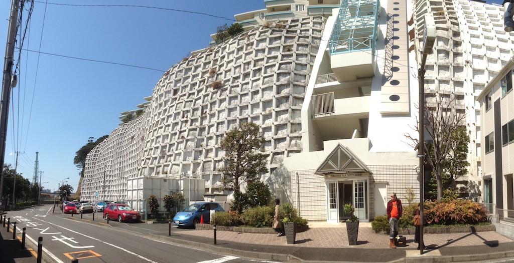 港町を感じる横浜のヴィンテージマンションリノベ (城壁に建つマンション)