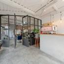 SCHOOL BUS|スクールバス空間設計の住宅事例「既存を活かしたビルまるごと一棟ビンテージリノベーション」