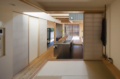 和室の設え (焼杉に包まれた優しい木の家)