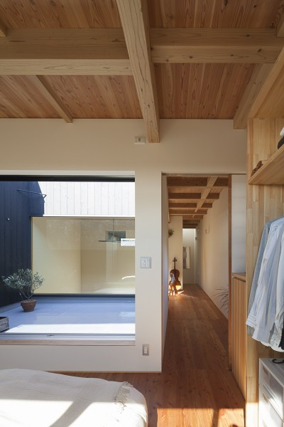 都心でありながらも開放的な広がりを (焼杉に包まれた優しい木の家)