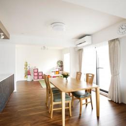 一見シンプルな住まいながら、来客には見えないオシャレにもこだわった家。