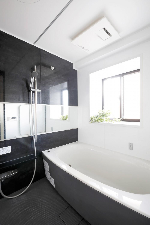 一見シンプルな住まいながら、来客には見えないオシャレにもこだわった家。 (浴室)