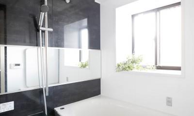 浴室|一見シンプルな住まいながら、来客には見えないオシャレにもこだわった家。