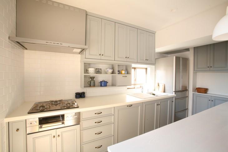 N邸 (明るい光が差し込むキッチン)