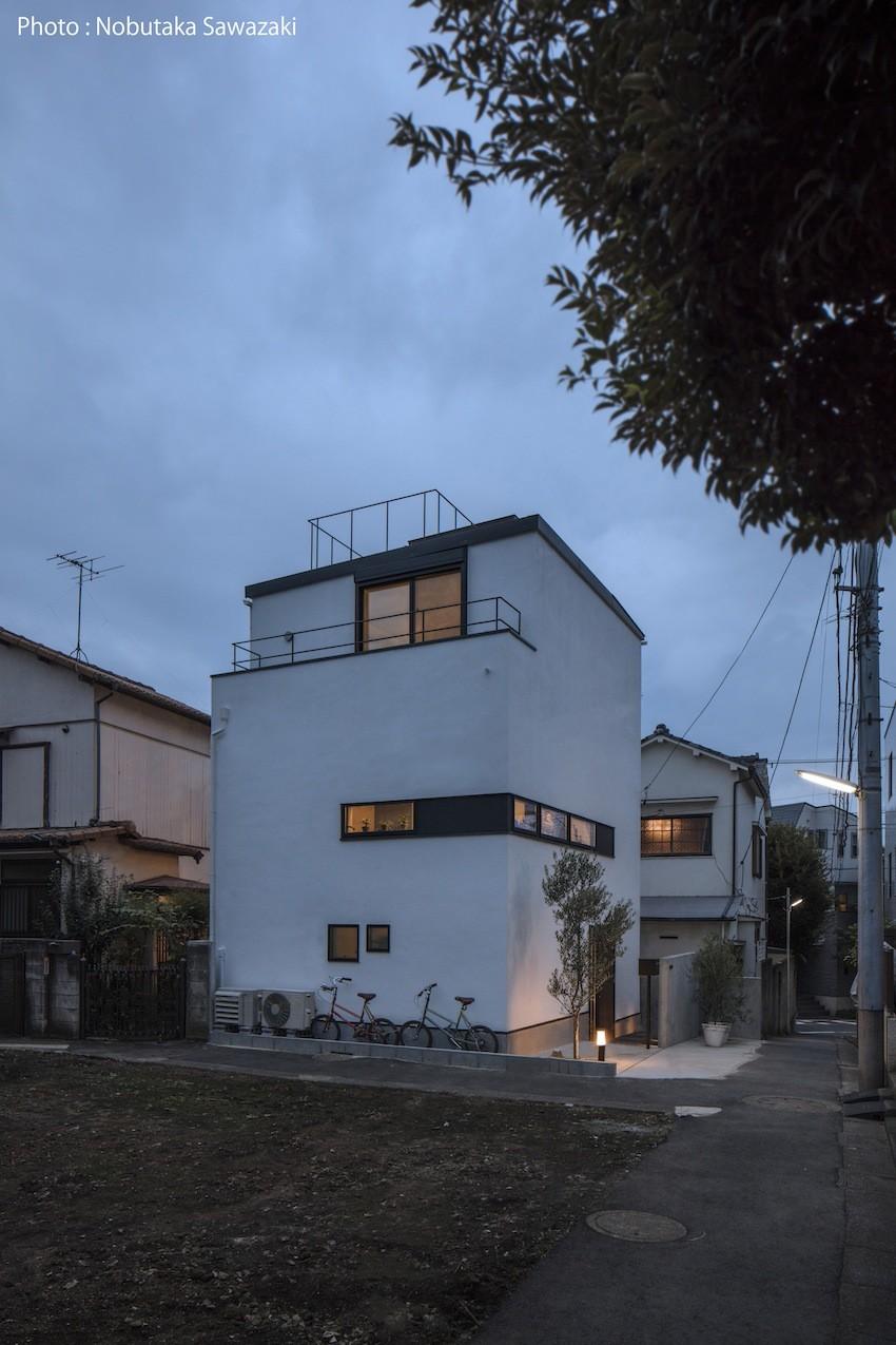 外観夜景 (ハコノオウチ10 大窓の家)