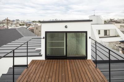 屋上バルコニー (ハコノオウチ10 大窓の家)