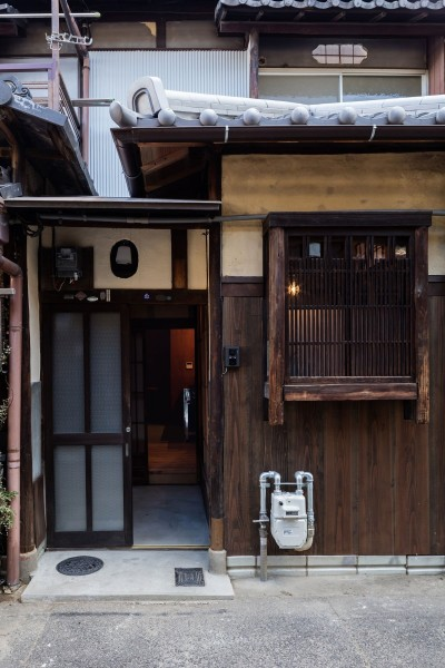 玄関 (昭和小路の長屋|賃貸向け京町家のシンプルリノベーション【京都市】)