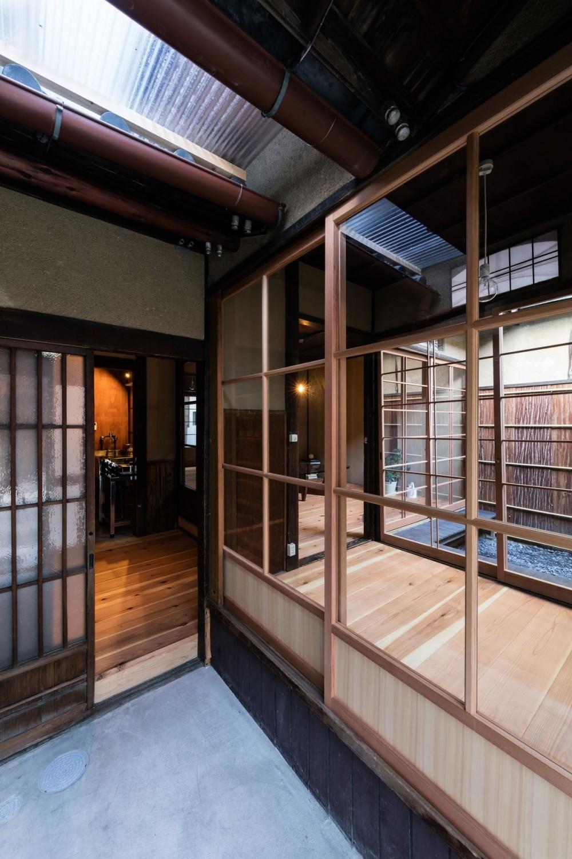 昭和小路の長屋|賃貸向け京町家のシンプルリノベーション【京都市】 (玄関土間)