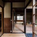 昭和小路の長屋|賃貸向け京町家のシンプルリノベーション【京都市】の写真 みせの間から居間を見る