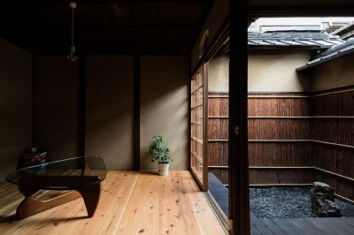 居間・縁側・坪庭 (昭和小路の長屋|賃貸向け京町家のシンプルリノベーション【京都市】)