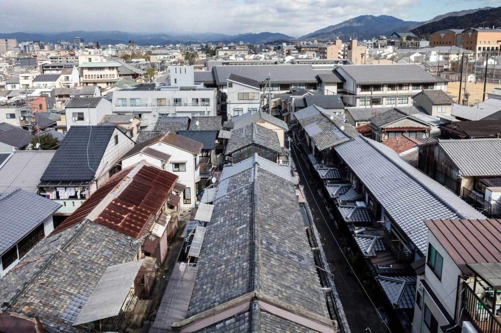 昭和小路の長屋|賃貸向け京町家のシンプルリノベーション【京都市】 (五条通り側からの見下ろし)