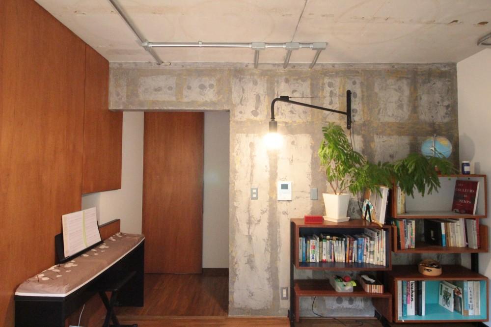 LD (コンクリート躯体あらわしと、木材の素材感が味わいあるお住まい)
