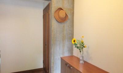 コンクリート躯体あらわし×木材 (玄関)
