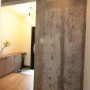 コンクリート躯体あらわしと、木材の素材感が味わいあるお住まい
