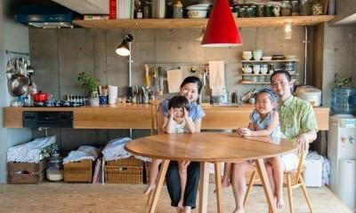 マンションの空間を最大限つかう (最後に家族の記念写真でしめました。)