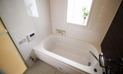 コストを抑えて、新築のように生まれ変わったリフォーム (在来式のバランス釜のお風呂から、ユニットバスへ変更)