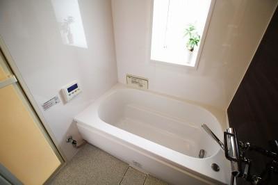 在来式のバランス釜のお風呂から、ユニットバスへ変更 (コストを抑えて、新築のように生まれ変わったリフォーム)