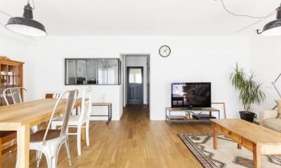 S邸-「ドイツの公営団地」に、選び抜いた家具たちと住む