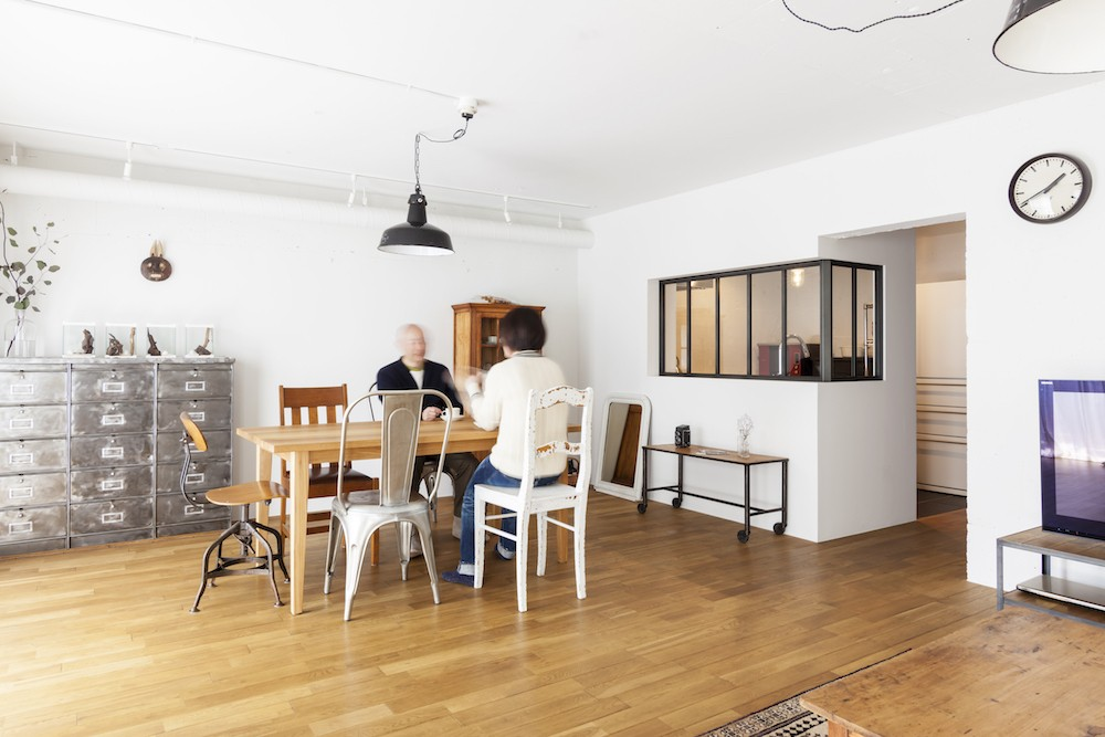 S邸-「ドイツの公営団地」に、選び抜いた家具たちと住む (リビングダイニング)