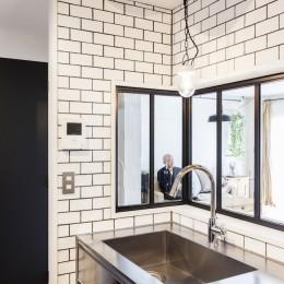 S邸-「ドイツの公営団地」に、選び抜いた家具たちと住む (キッチン)