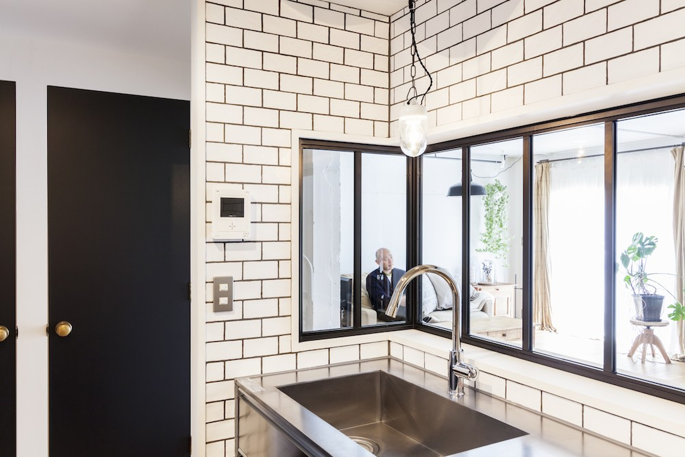ブルースタジオ「S邸-「ドイツの公営団地」に、選び抜いた家具たちと住む」