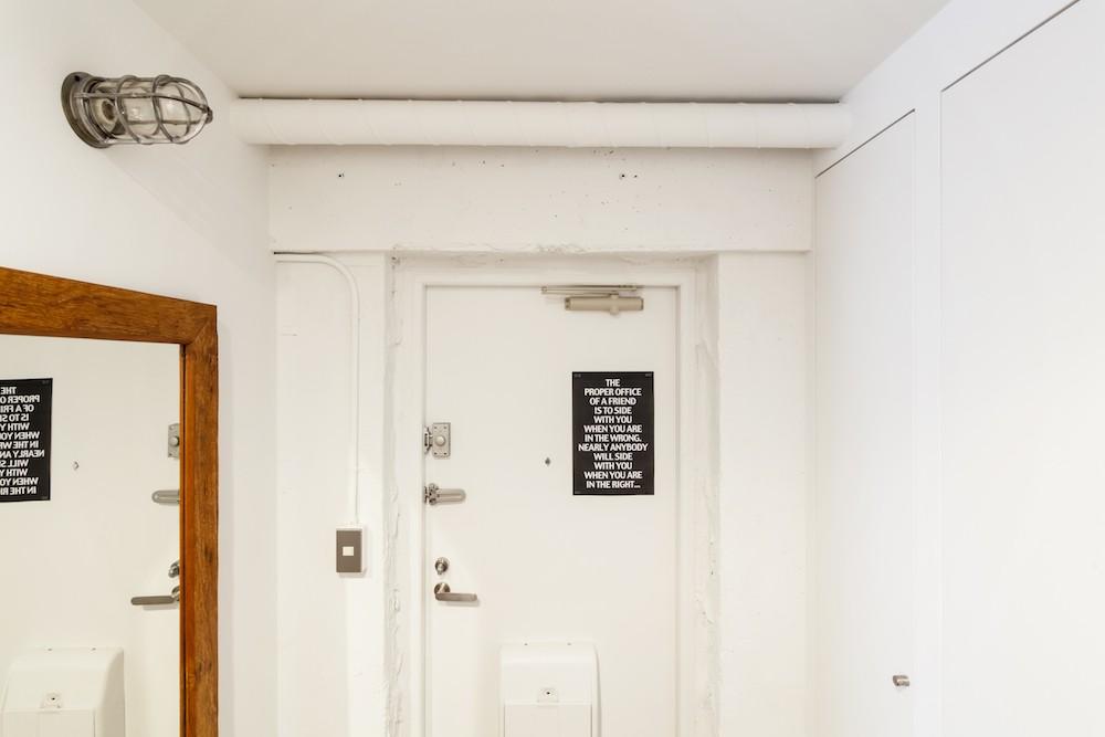 S邸-「ドイツの公営団地」に、選び抜いた家具たちと住む (玄関)
