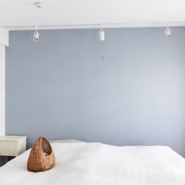 S邸-「ドイツの公営団地」に、選び抜いた家具たちと住む (ベッドルーム)