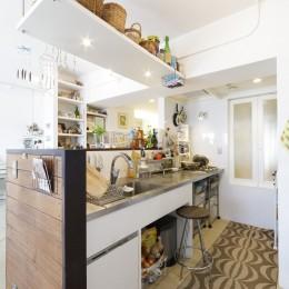 S邸-風と光がまわるリバーサイドの家 (キッチン)