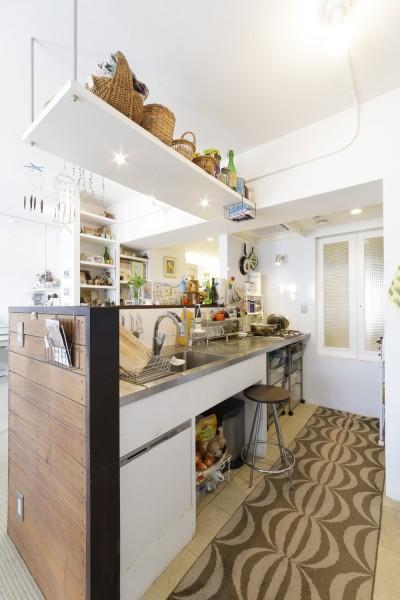 キッチン (S邸-風と光がまわるリバーサイドの家)