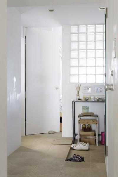 玄関 (S邸-風と光がまわるリバーサイドの家)