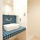 温もり溢れるとんがりのお家の写真 洗面室