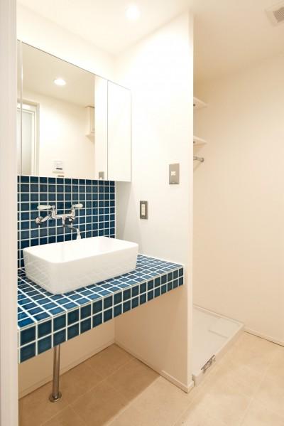 洗面室 (懐かしタイルが光るぽかぽか我が家)
