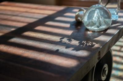 古材のテーブル (趣味で埋め尽くした2人くらし)