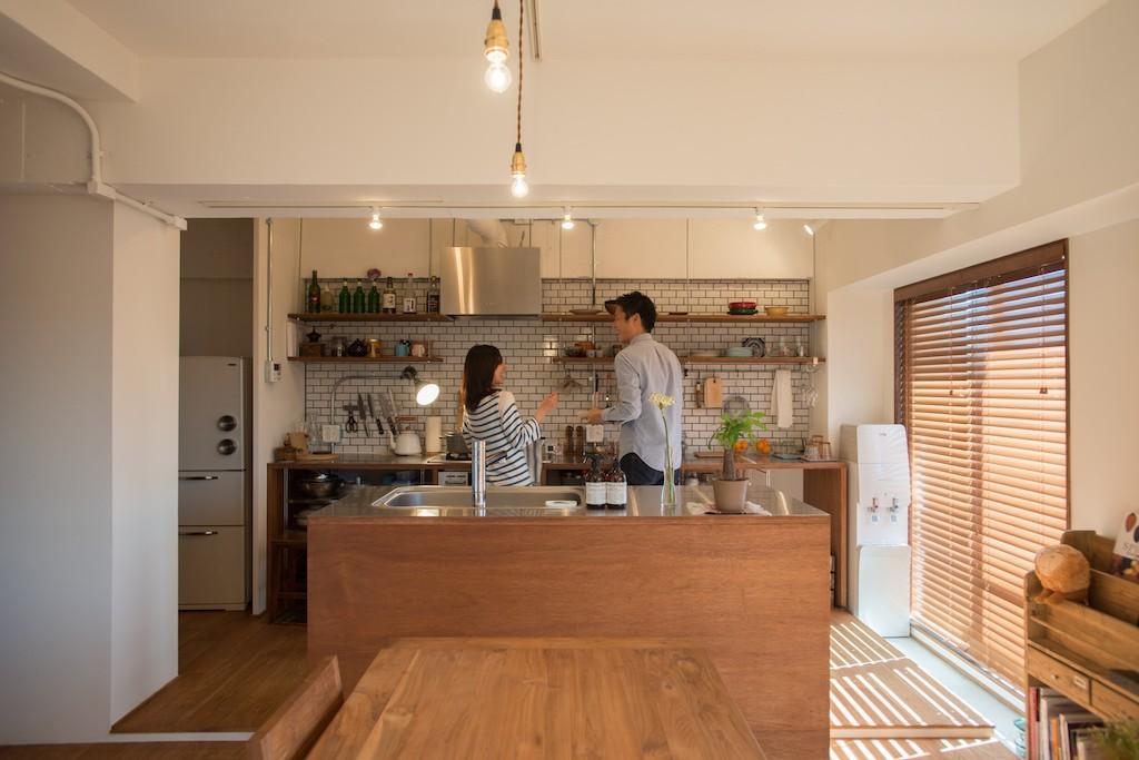 キッチン事例:仲良しですね〜(趣味で埋め尽くした2人くらし)