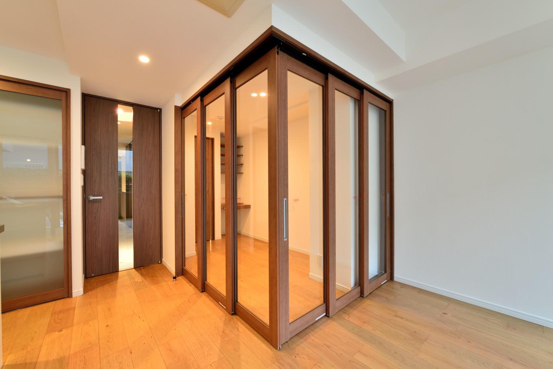 書斎事例:ワークスペース(白のキッチンを中心にシンプルな暮らしを。二人の三軒茶屋リノベ住まい)
