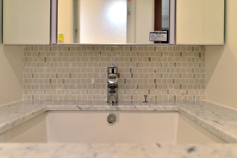 バス/トイレ事例:洗面台(白のキッチンを中心にシンプルな暮らしを。二人の三軒茶屋リノベ住まい)