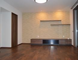 茅ヶ崎市K様邸 シックな装いの省エネルギーハウスにリノベーション (リビングの壁にはエコカラットで空気をきれいに)