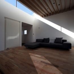 倫季の家(りんきのいえ)~自然光を取り込んだ平屋~ (リビング)