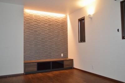 2階のリビングは心安らぐ空間に (茅ヶ崎市K様邸 シックな装いの省エネルギーハウスにリノベーション)