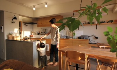 スモーキーな色使い(上井草マンションリノベーション) (ダイニングキッチン)