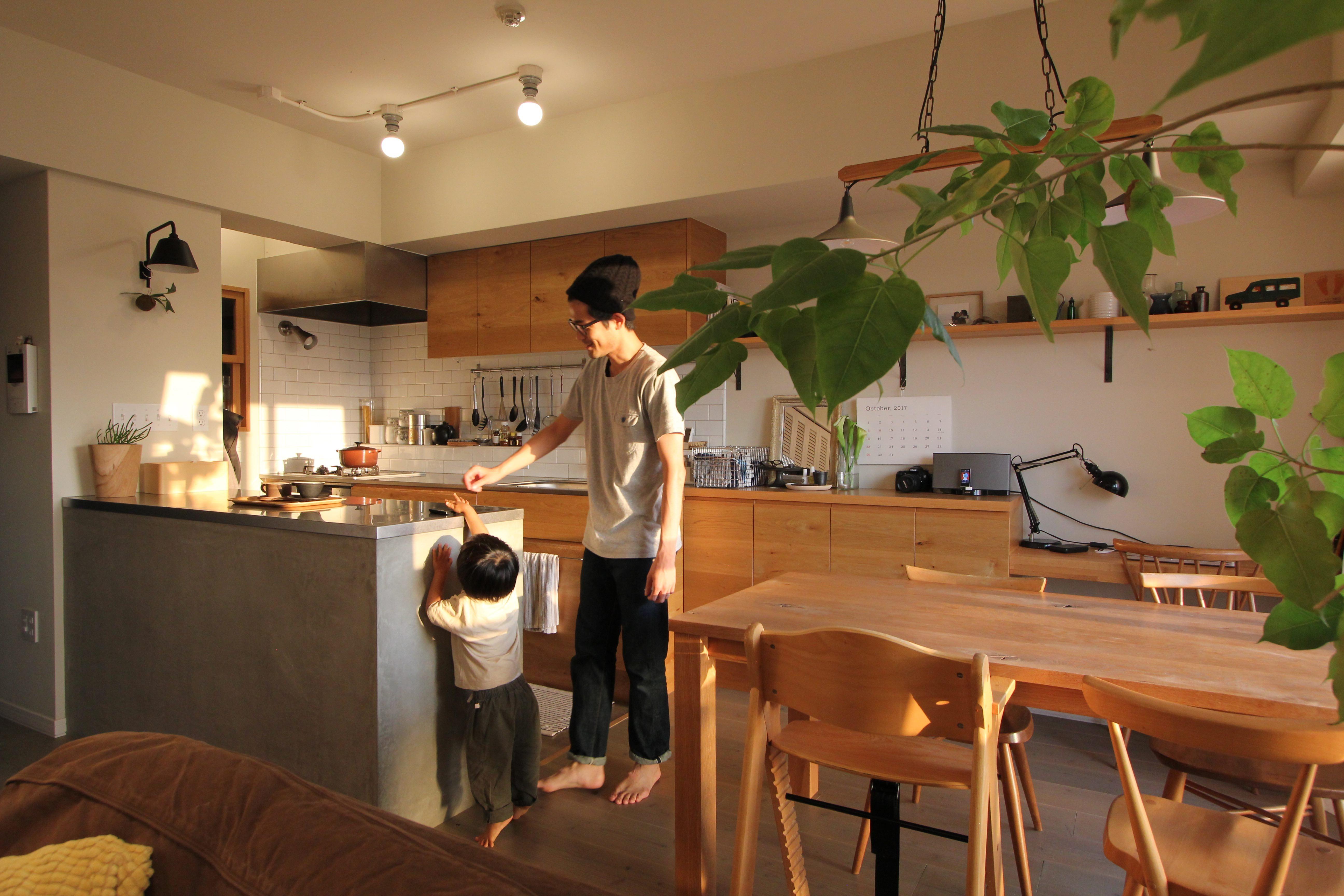 リビングダイニング事例:ダイニングキッチン(スモーキーな色使い(上井草マンションリノベーション))