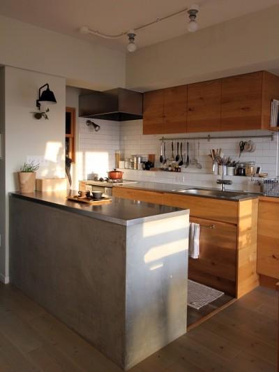キッチン (スモーキーな色使い(上井草マンションリノベーション))