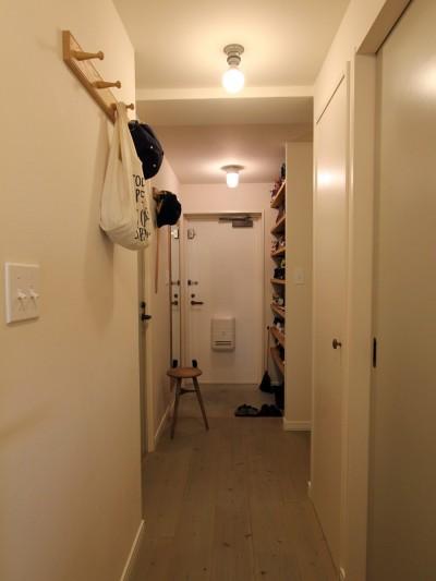 廊下 (スモーキーな色使い(上井草マンションリノベーション))