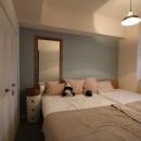 スモーキーな色使い(上井草マンションリノベーション)の写真 ベッドルーム
