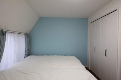 ベッドルーム (木と黒ないえ)
