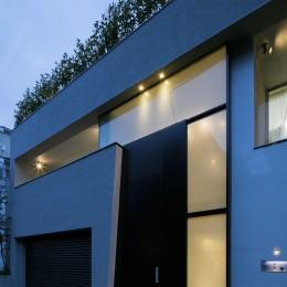 高輪台の家、こだわりの施主と作り上げたバーカウンターのある大型住まい