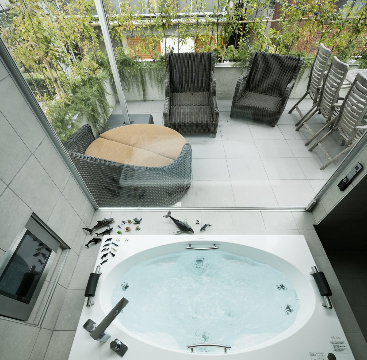 リビングダイニング事例:ジャグジー浴槽(高輪台の家、こだわりの施主と作り上げたバーカウンターのある大型住まい)