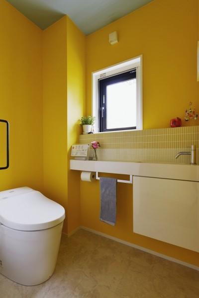 トイレ (遊び心とこだわりでワクワクがいっぱいの家)