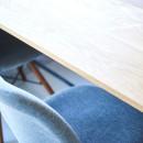 木の風合いにブルーを添えての写真 ワークスペース