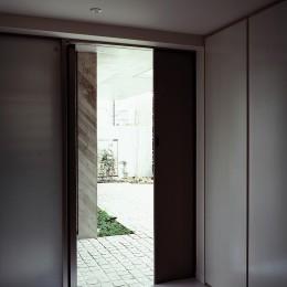 典雅さを目指した広尾の住まい RCビシャン仕上げの外観 シノワズリのインテリア空間
